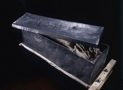 The lead coffin of Editha with an inscription on the lid. Photo: © State Office for Heritage Management and Archaeology Saxony-Anhalt, Juraj Lipták