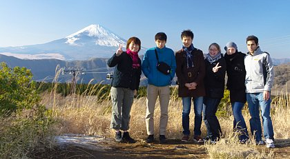 Japanology student Yvonne Richter (3rd from right) with friends and fellow students from Tokyo and Halle standing in front of Mt. Fuji, the highest mountain in Japan. (Photo: private)