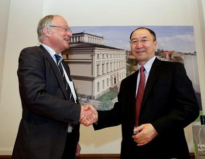 Prof. Dr. Udo Sträter, President of MLU (left) with Prof. Dr. Regsuren Bat-Erdene, President of NUM (right).